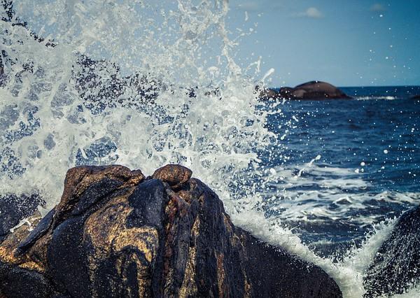 waves-768777_640